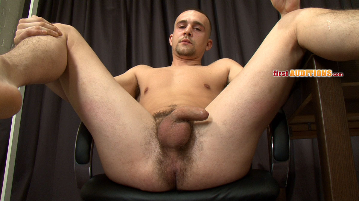 Gay auditions with hot stud showing his body