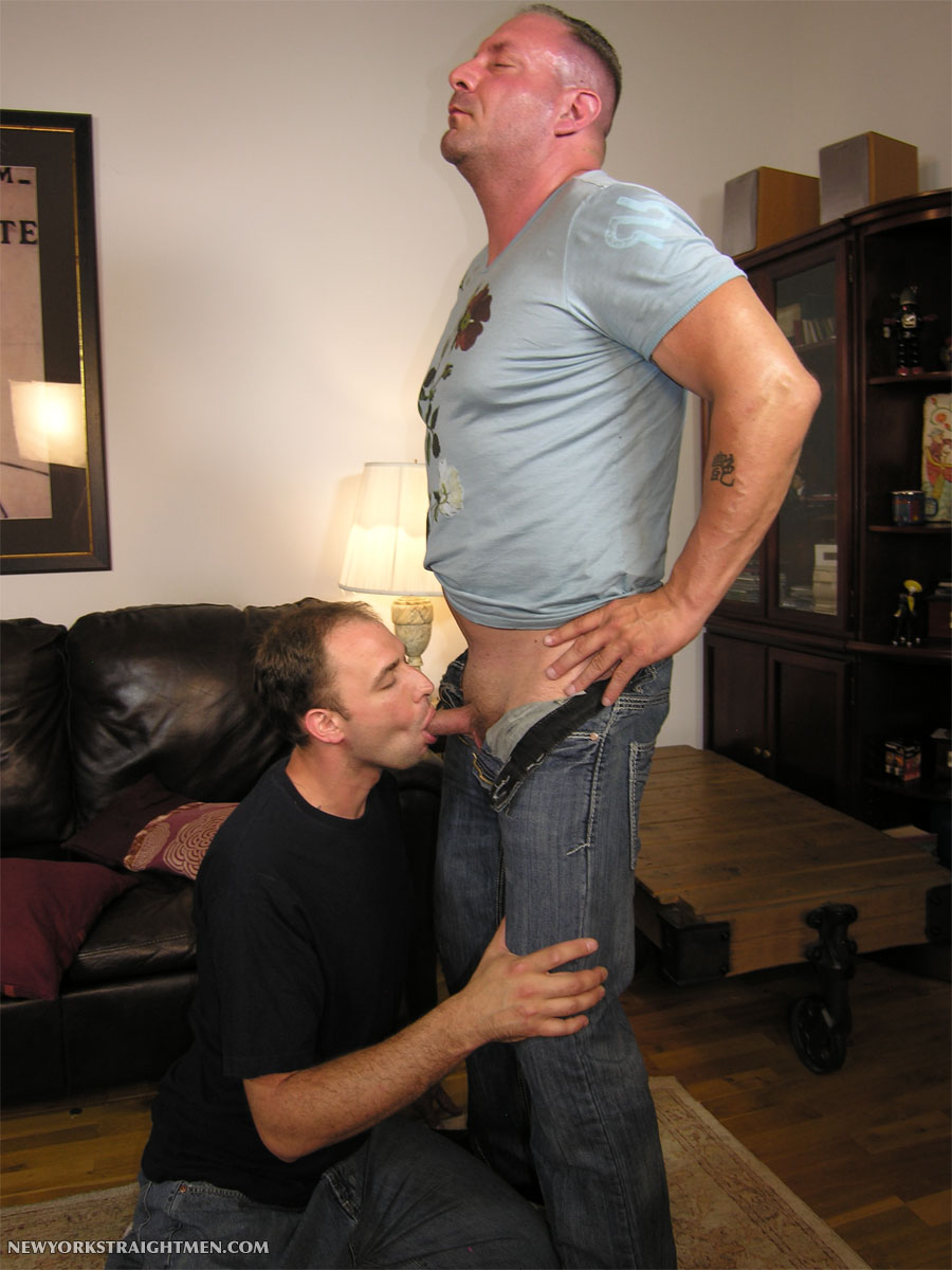 Straight Guy Tugged For First Time And Gets Bj