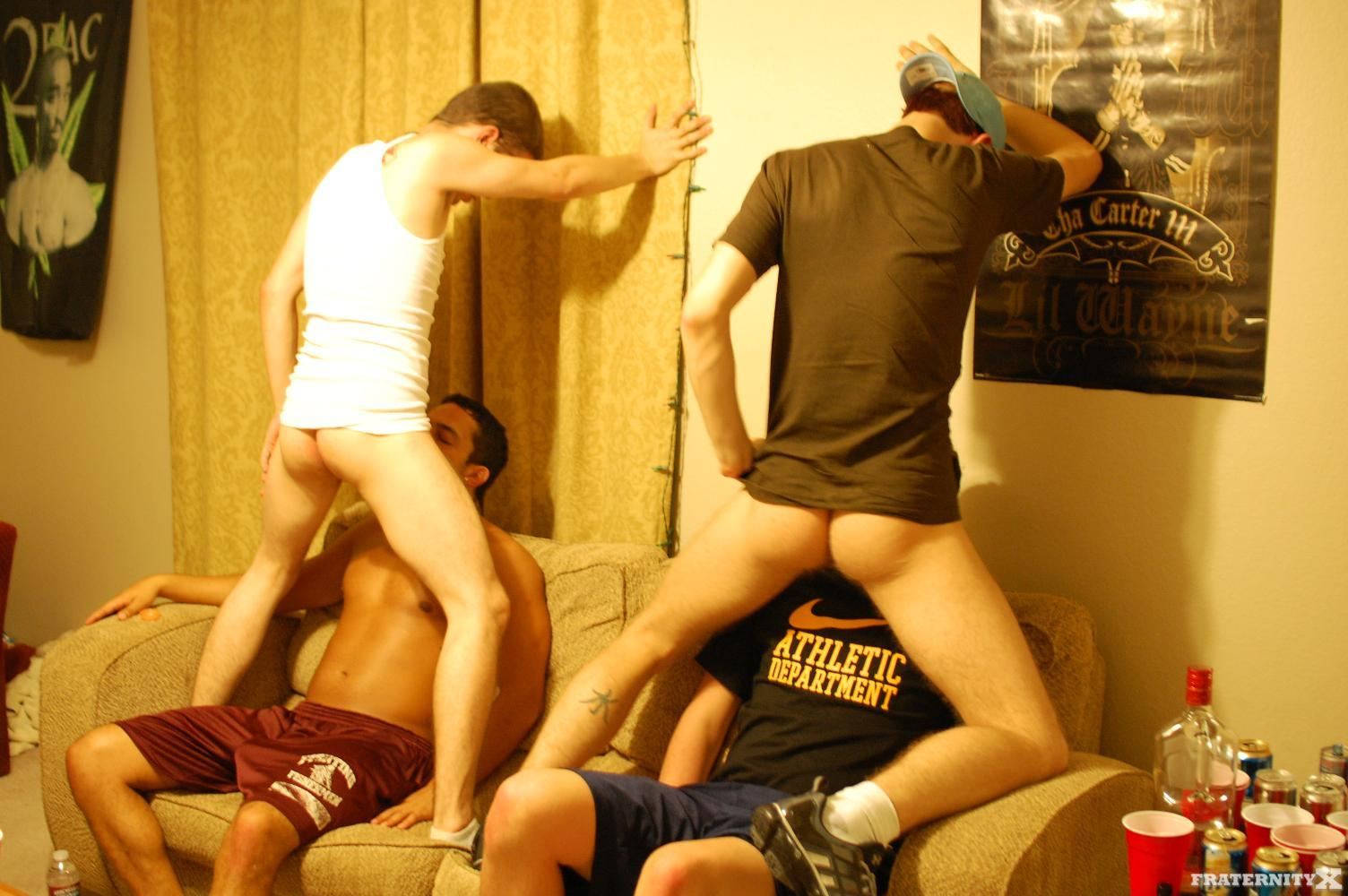 Fraternity-X-Pays-The-Rent-Straight-Amatuer-Bareback-Fucking-14 Real Amateur Straight Fraternity Boys Fucking Bareback