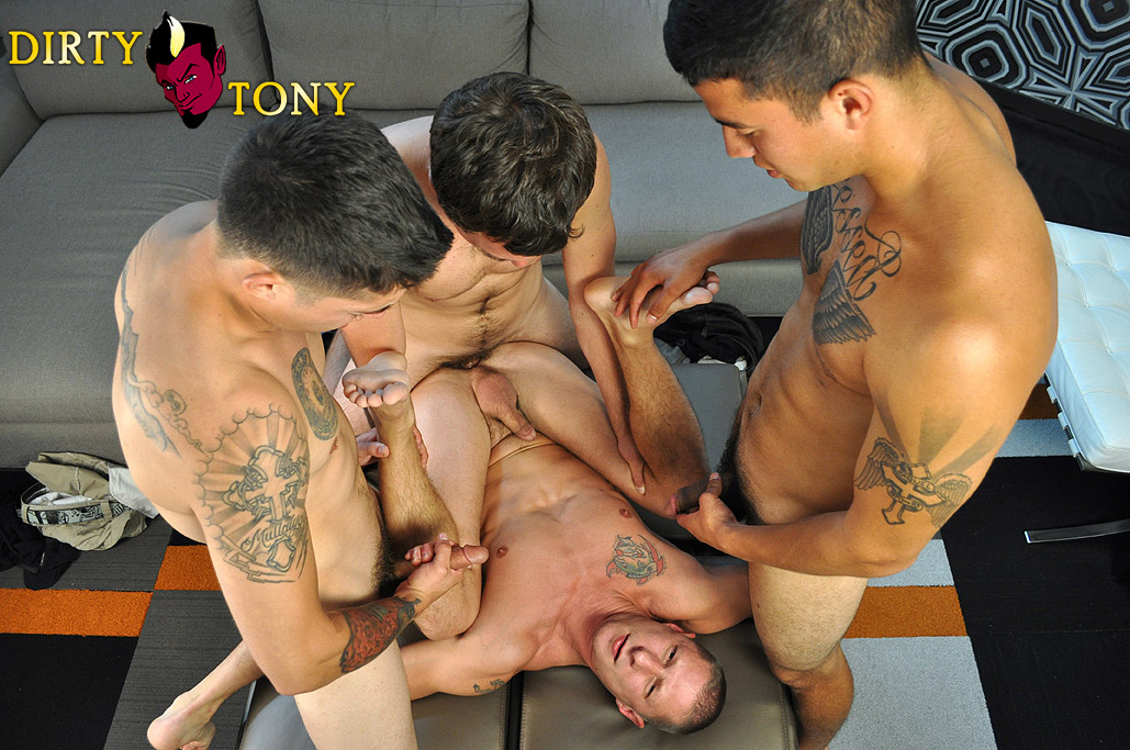 Dirty-Tony-Tyler-Griz-and-America-and-Joey-and-Timo-four-way-amateur-gay-sex-big-cock-cum-bath-05 Three Amateur Studs Fuck Their Buddy And Give Cum Facials
