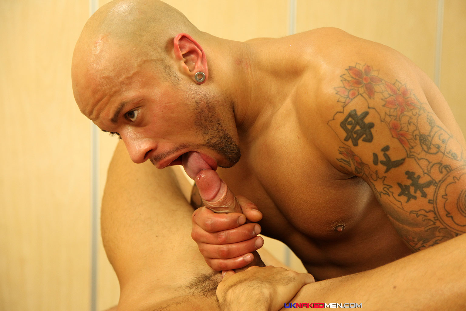 UK-Nakedmen-Brandon-Jones-and-Ken-Ten-Muscle-Men-with-Big-Uncut-Cocks-Fucking-Massage-Fucking-23 Amateur Massage Turns Into Getting Fucked By A Big Uncut Cock