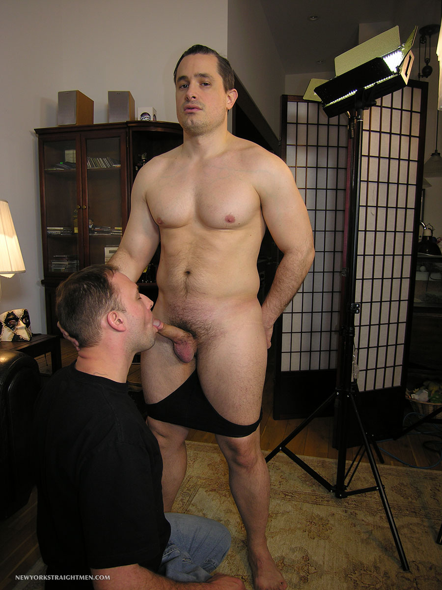 Sexy Muscled Stud Gets Cock Sucked