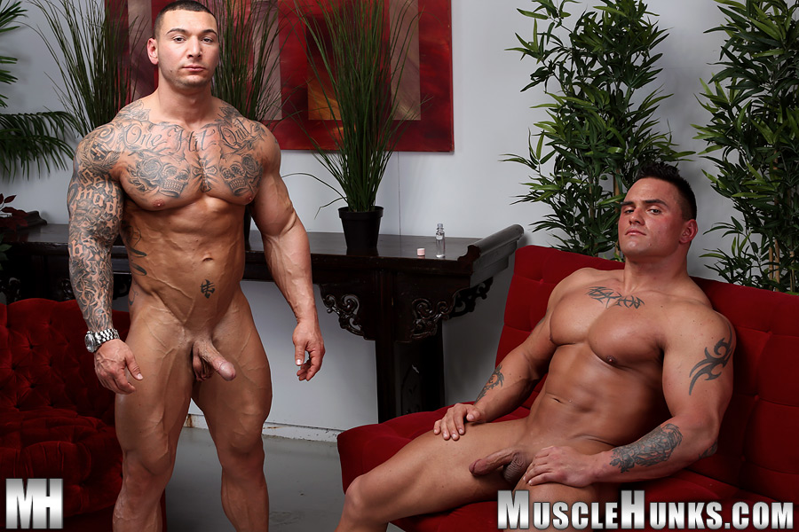 Muscle hunk cocksucking jock while jerking