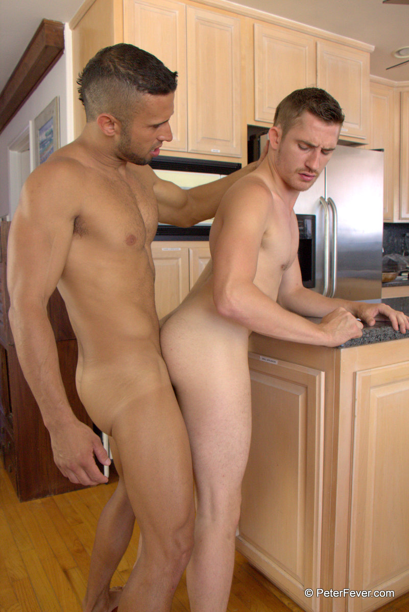 Peter-Fever-Dayton-OConnor-and-Diego-Vena-Amatuer-Muscle-Guys-Fucking-Amateur-Gay-Porn-13 Two Horny Amateur Muscle Buddies Fucking In The Kitchen