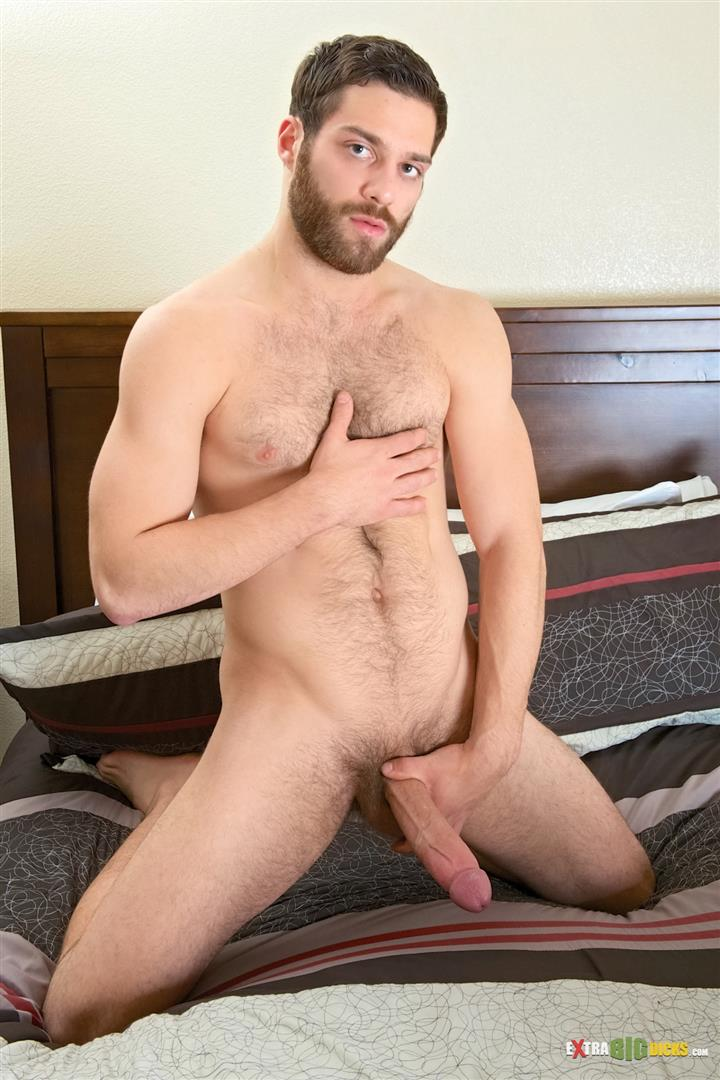 Muscle hung jerks off his big cock