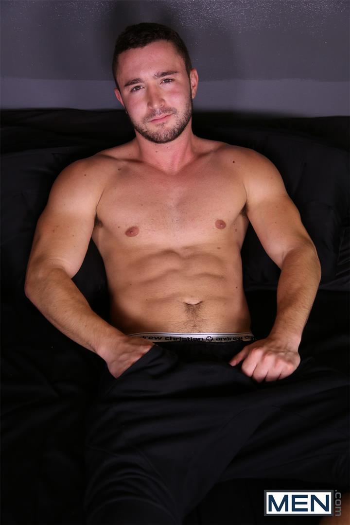 Muscley Gay Hunk Gets A Facial