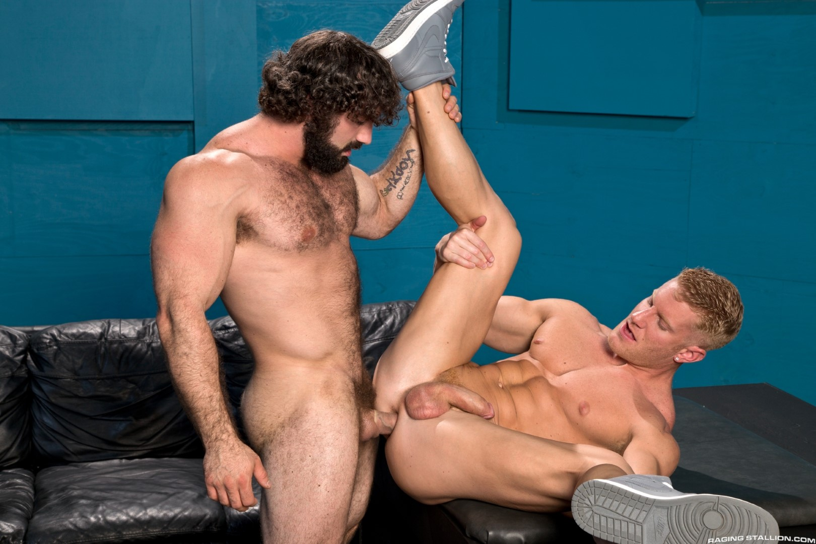 muscley gay hunks love anal pleasure
