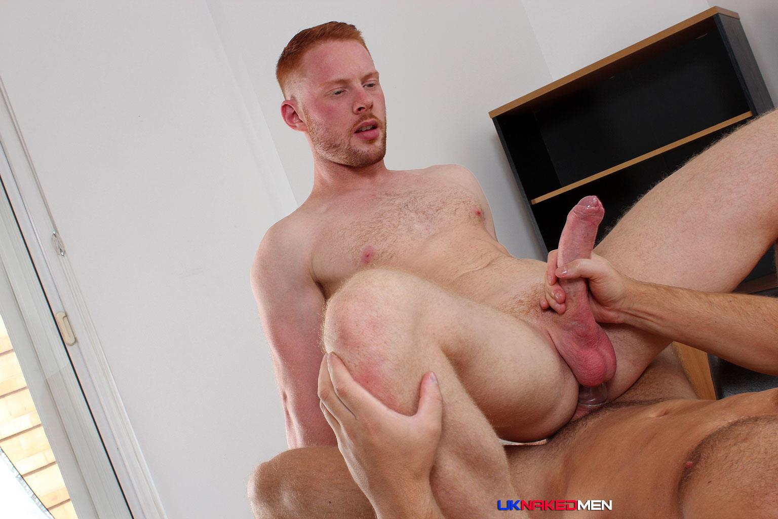 Amateur muscle masturbates with his thick cock
