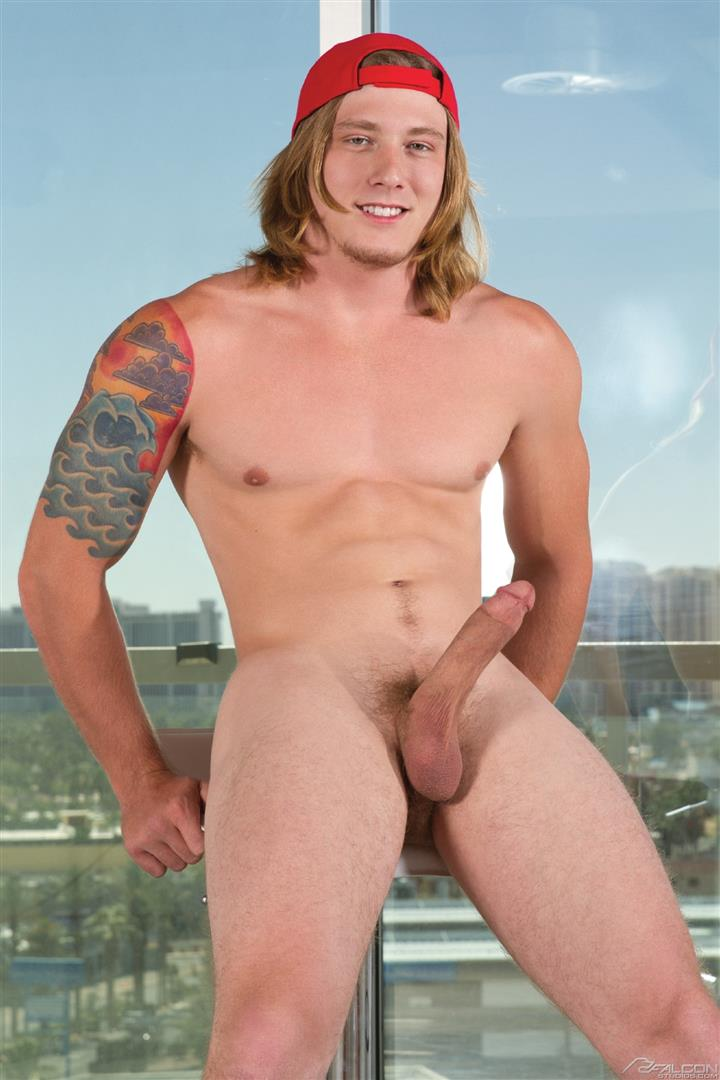 Long-hair gay sucking cock porn