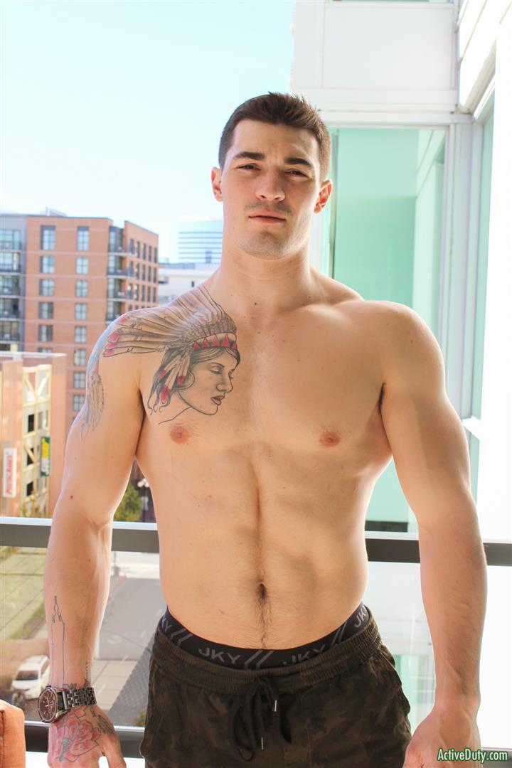 Tattooed straight jock blows his load